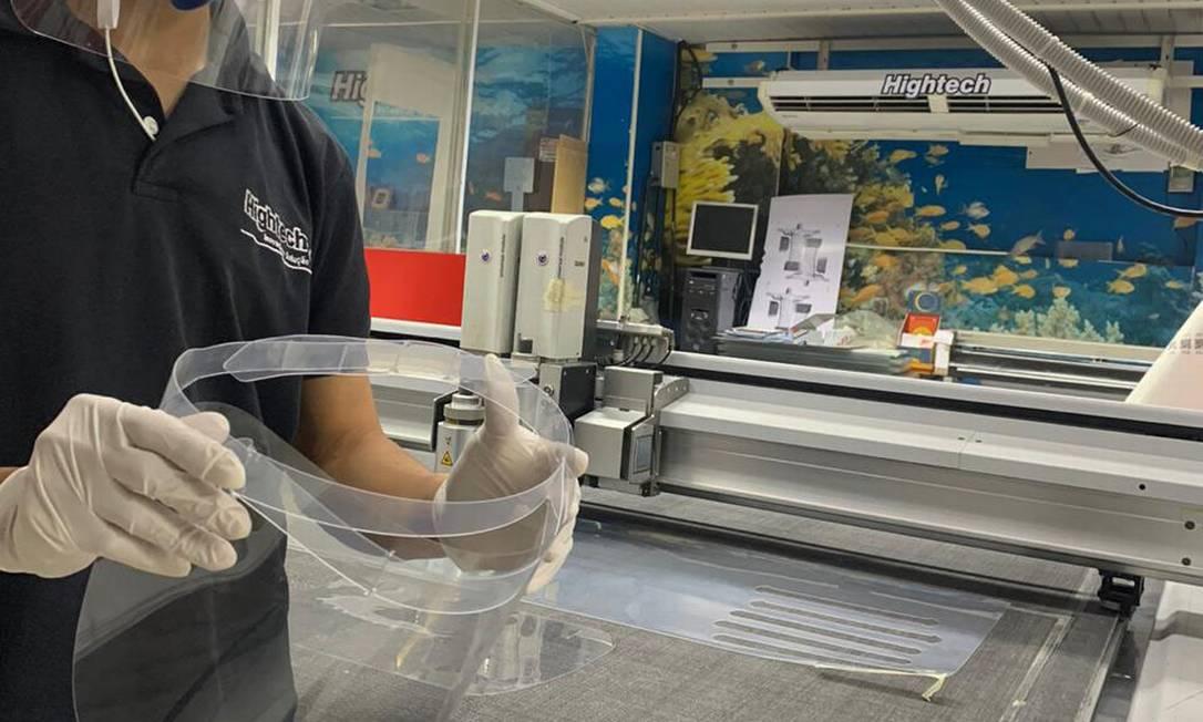 A HighTech, firma de comunicação visual, agora produz equipamentos de proteção para profissionais de saúde Foto: Divulgação / Agência O Globo
