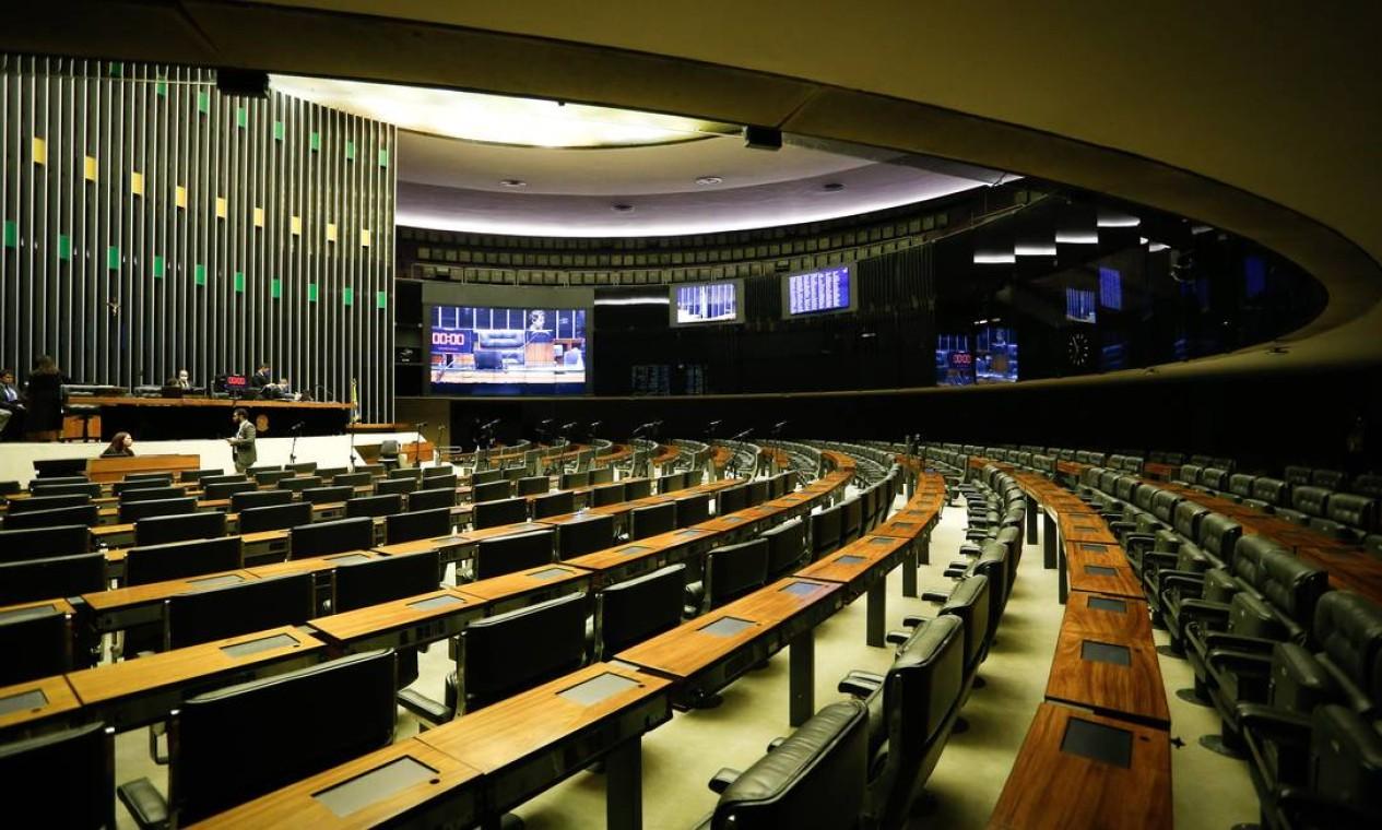 Brasília. A Câmara Federal, no dia de sua primeira sessão remota, com os deputados participando à distância Foto: Pablo Jacob / Agência O Globo
