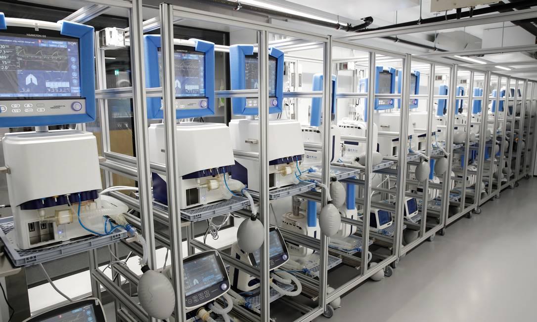 Respiradores em um hospital suíço Foto: Arnd Wiegmann / Reuters