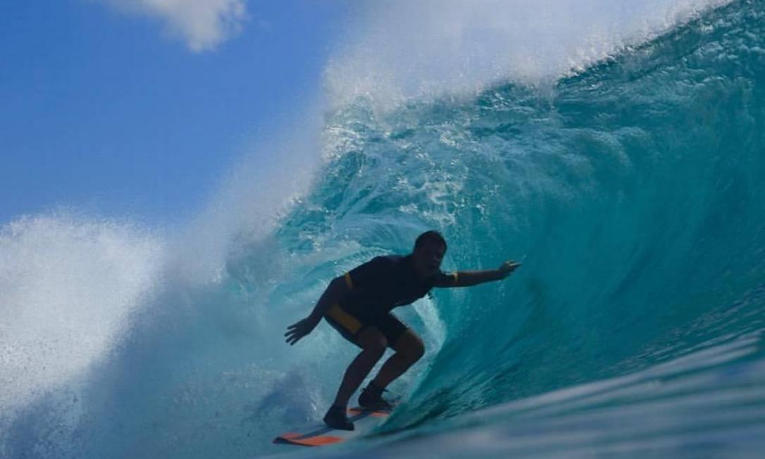Leandro Adegas surfa diariamente e leva uma vida saudável; mesmo assim ficou seis dias internado com coronavírus Foto: Reprodução