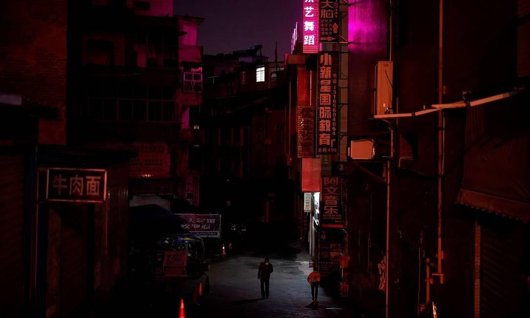 As ruas da cidade de Xianning, na província chinesa de Hubei, o epicentro da covid-19 na China, continuam quase desertas Foto: ALY SONG / REUTERS