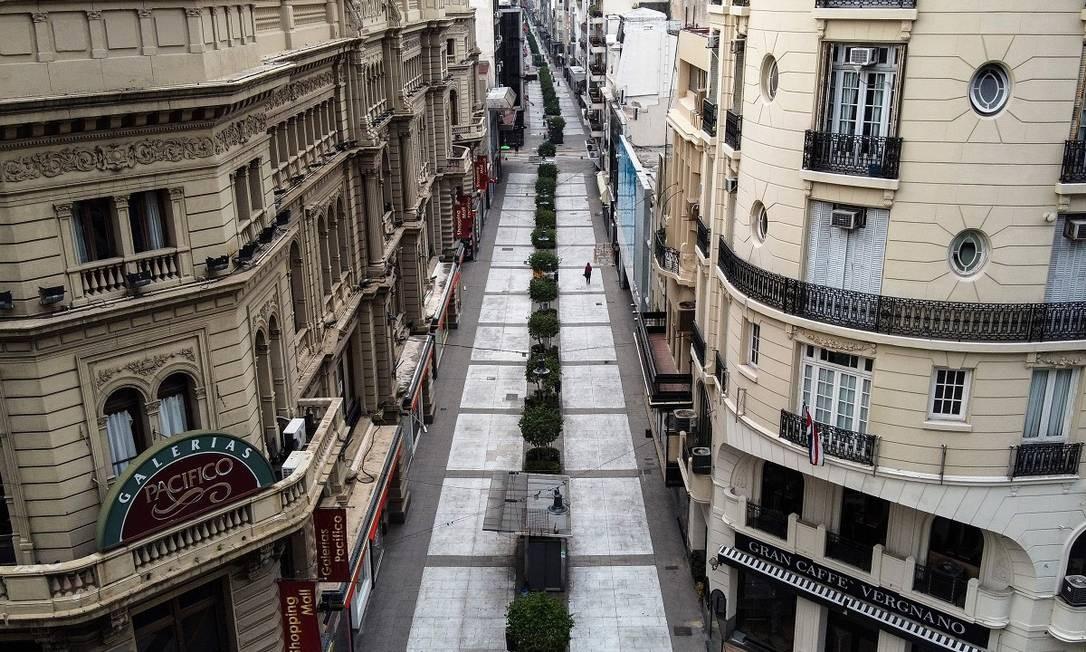 E quem imaginou ver a Calle Florida, uma das mais movimentadas da capital argentina, sem ninguém? Foto: RONALDO SCHEMIDT / AFP