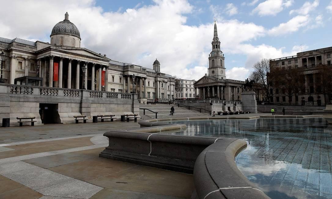 Em Londres, as pessoas desapareceram da Trafalgar Square e da National Gallery Foto: TOLGA AKMEN / AFP