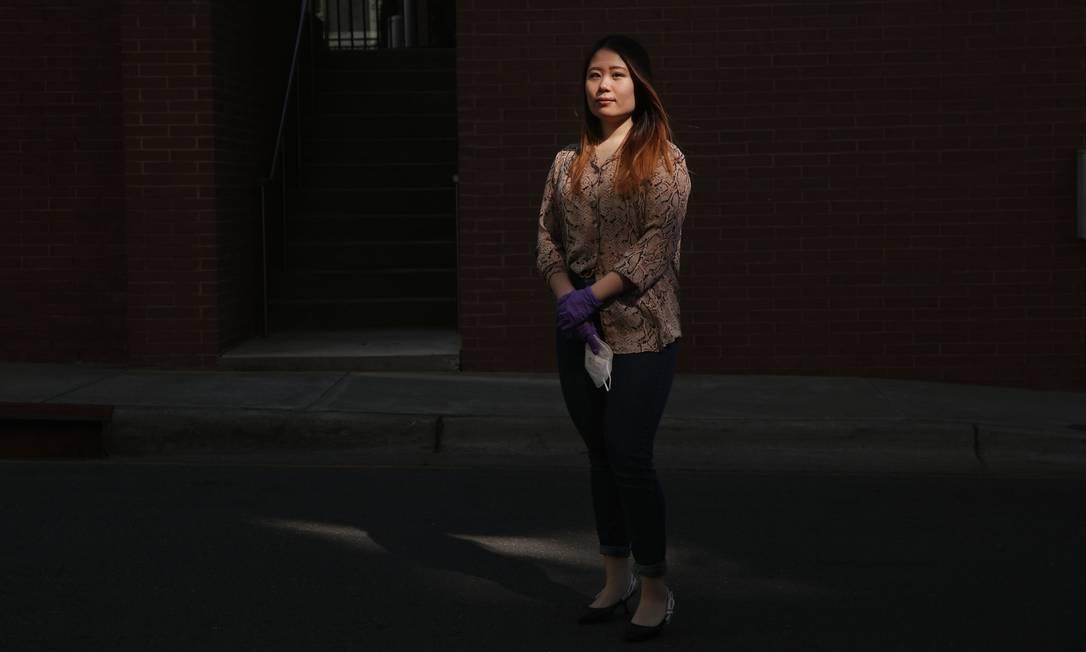 Penny Pei, estudante da Universidade Estadual da Carolina do Norte em Raleigh, disse que pagou a uma agência de viagens US$ 12 mil por uma passagem em classe econômica de Chicago para Xiamen, na China. Foto: Travis Dove / New York Times