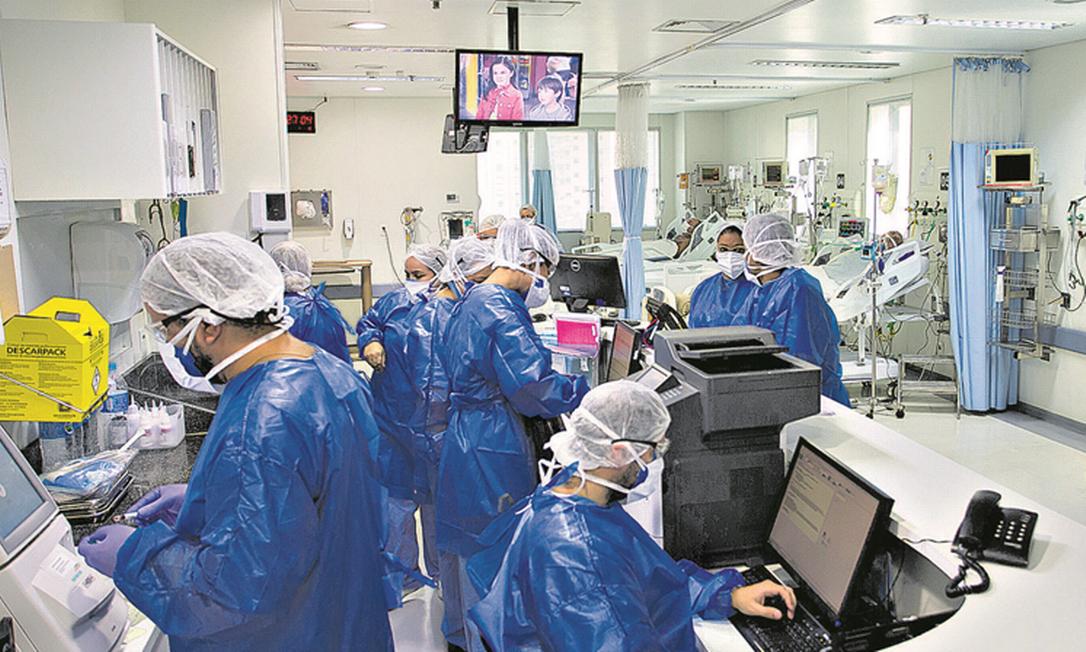 Atendimento a pacientes com Covid-19 em hospital de São Paulo: estado busca crédito de US$ 100 milhões com Banco Mundial Foto: Edilson Dantas / Agência O Globo