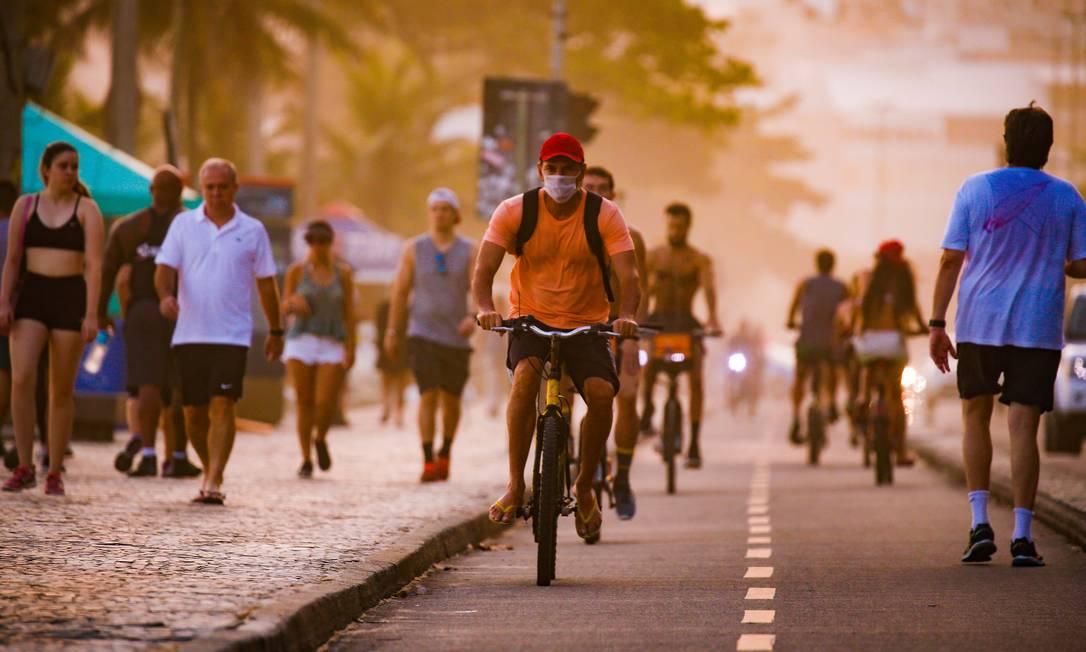 RI Rio de Janeiro (RJ) 05/04/2020 COVID-19 - Pessoas não ficam de quarentena e vão para as ruas. Calçadão do Leblon Foto Roberto Moreyra / Agência O Globo Foto: Roberto Moreyra / Agência O Globo
