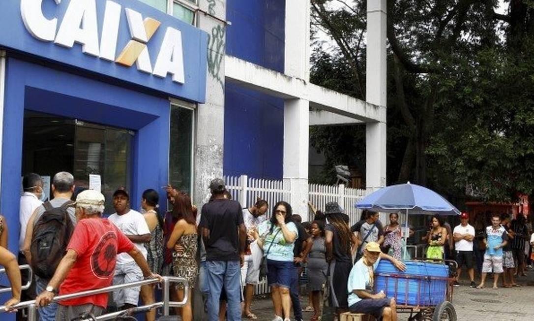 Movimentação na Caixa: agências não devem ter aglomerações Foto: Guilherme Pinto/Agência O Globo