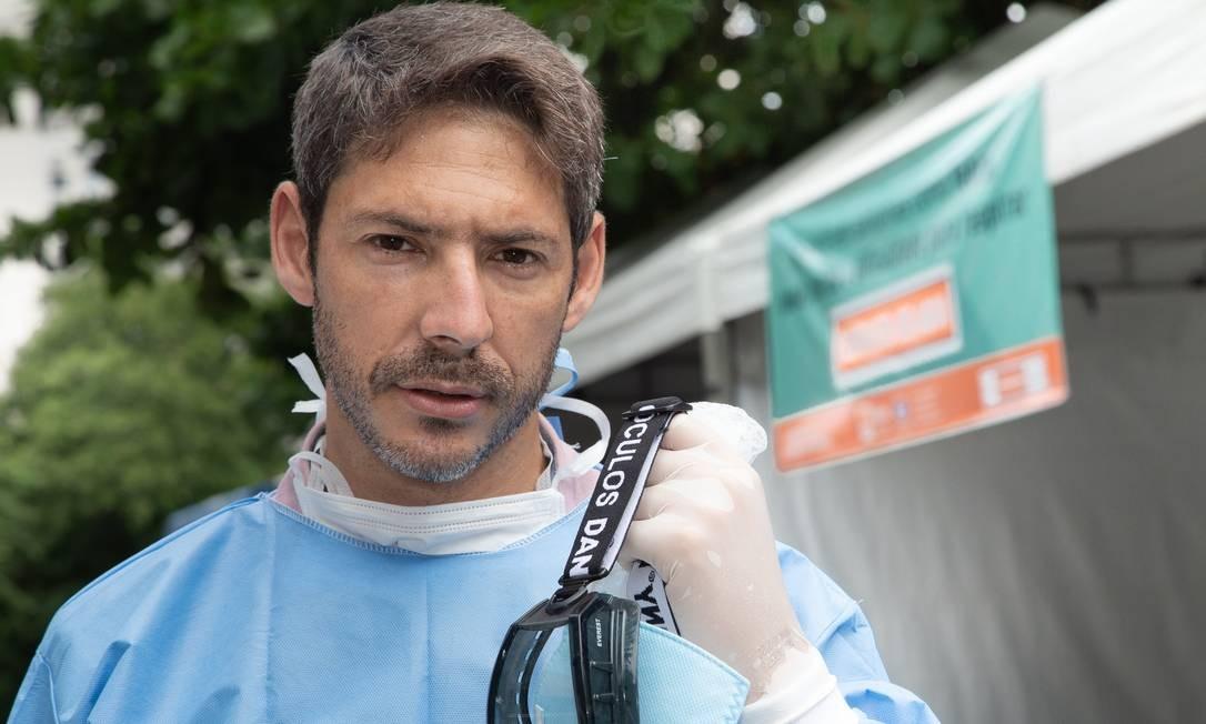 Alexandre Vergete, de 38 anos, é o coordenador médico do Hospital Municipal Carlos Tortelly Foto: ROBERTO MOREYRA / Agência O Globo