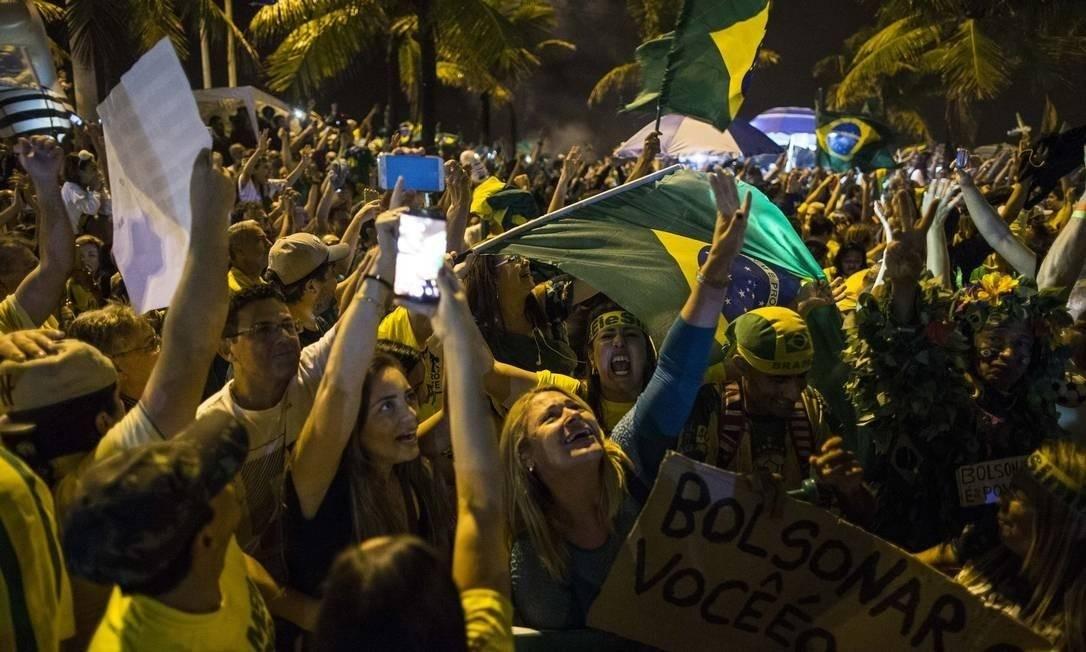 Apoiadores de Jair Bolsonaro na Barra da Tijuca Foto: Guito Moreto/Agência O Globo