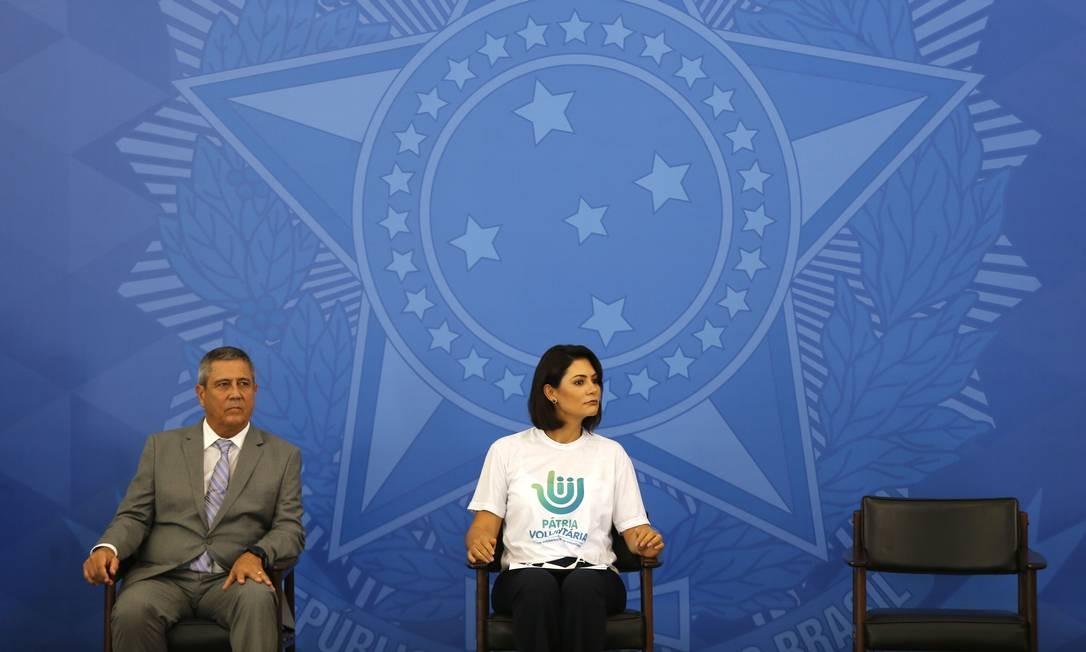 A primeira-dama Michelle Bolsonaro e o ministro da Casa Civil, Braga Netto, no lançamento do projeto Arrecadação Solidária contra o coronavírus Foto: Jorge William / Agência O Globo