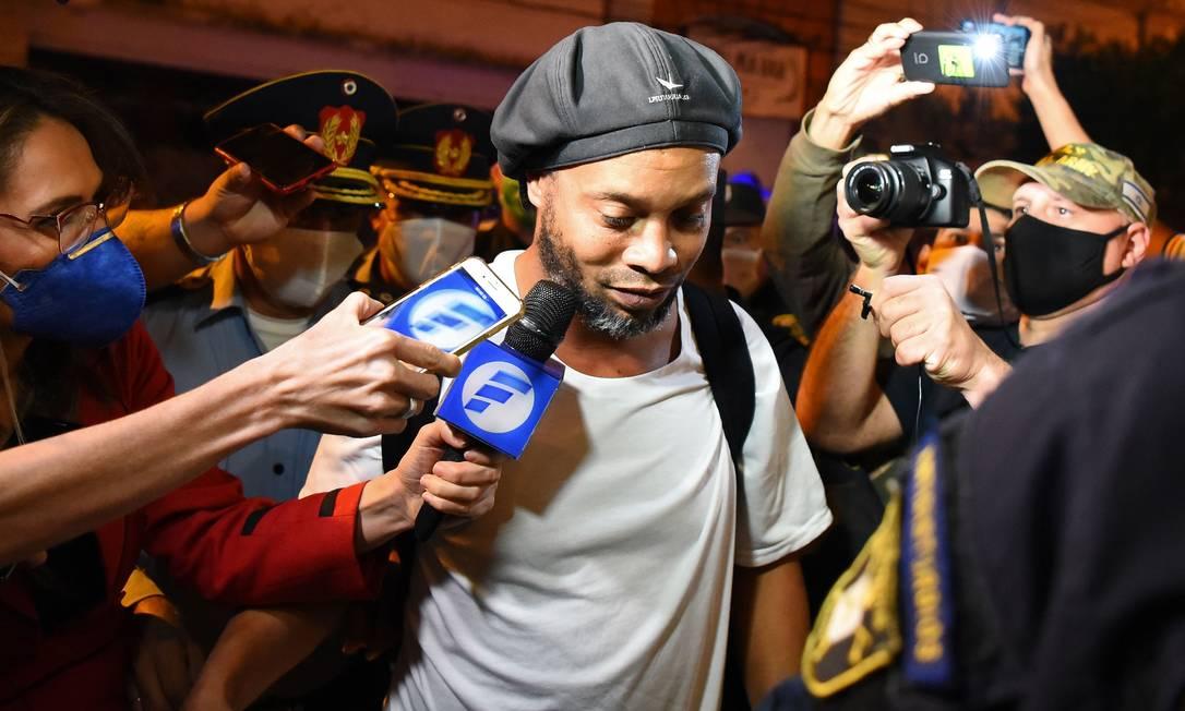 Ronaldinho entrou no Paraguai com passaporte falso e seu caso iniciou grande investigação nos órgãos responsáveis no país Foto: NORBERTO DUARTE / AFP