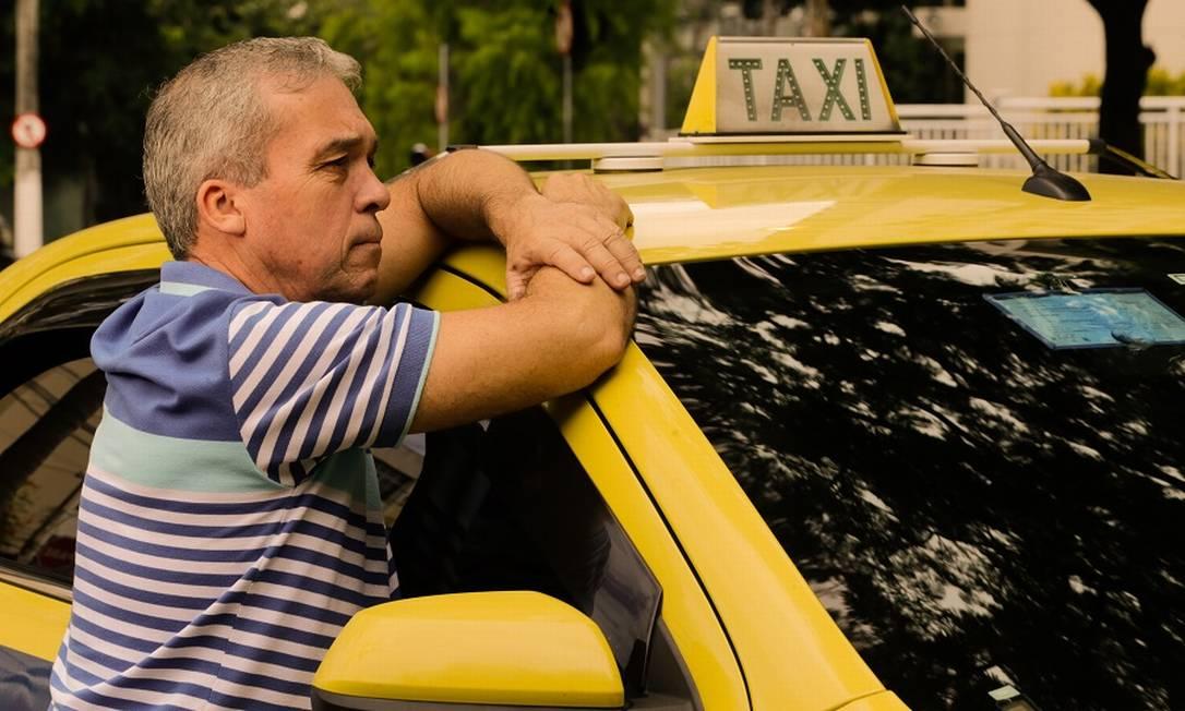 O taxista Roberto Damasceno: dificuldades financeiras. Foto: Marcelo Régua / Agência O Globo
