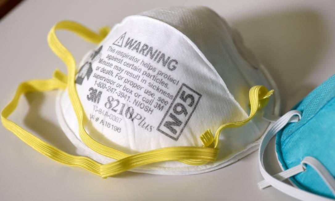 Máscara protetora contra coronavírus Foto: Nicholas Pfosi / REUTERS