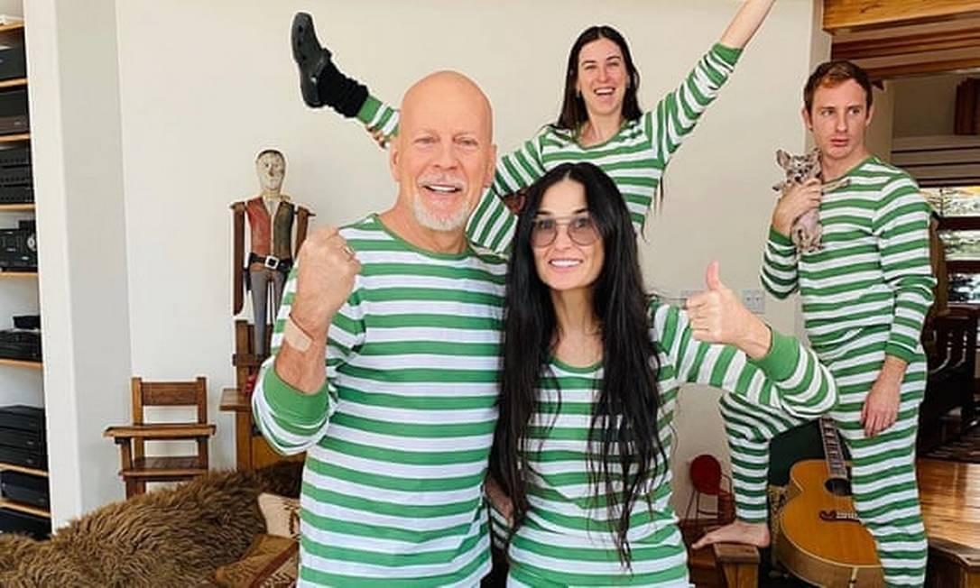 Bruce Willis, Demi Moore com a fiha Scout e o genro Dillon, namorado da outra filha do casal Foto: Divulgação