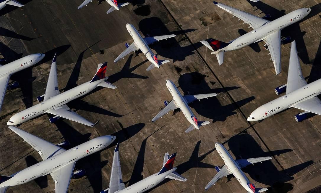 Aviões da Delta estacionados no pátio do aeroporto internacional de Birmingham-Shuttlesworth, no Alabama Foto: Elijah Nouvelage / Reuters