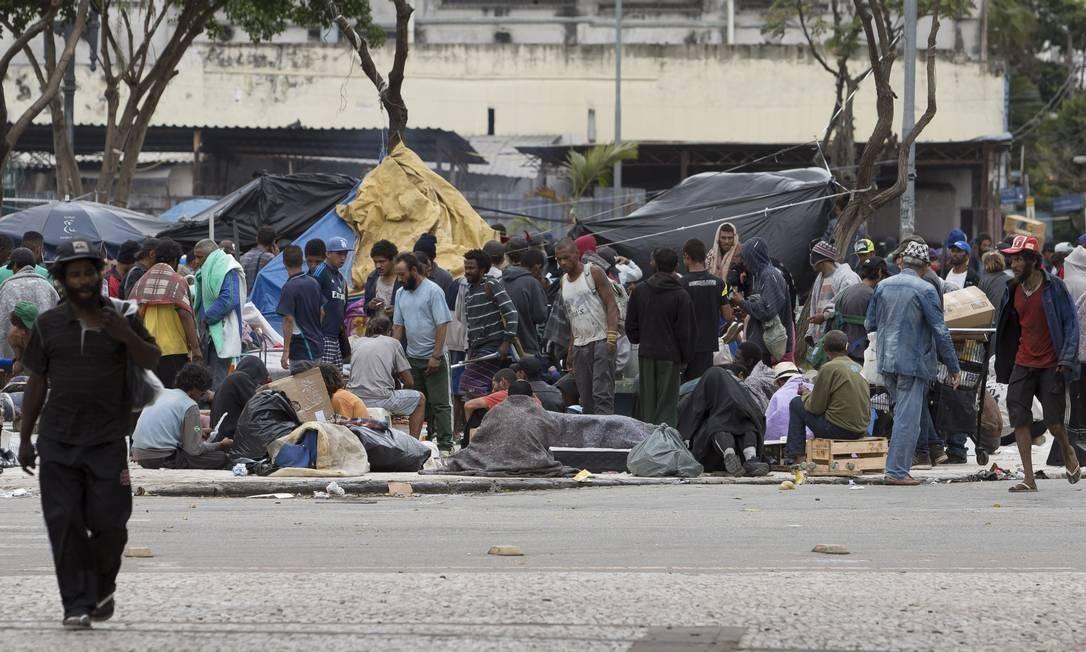 Usuários na região da cracolândia, no centro de SP Foto: Edilson Dantas/O Globo