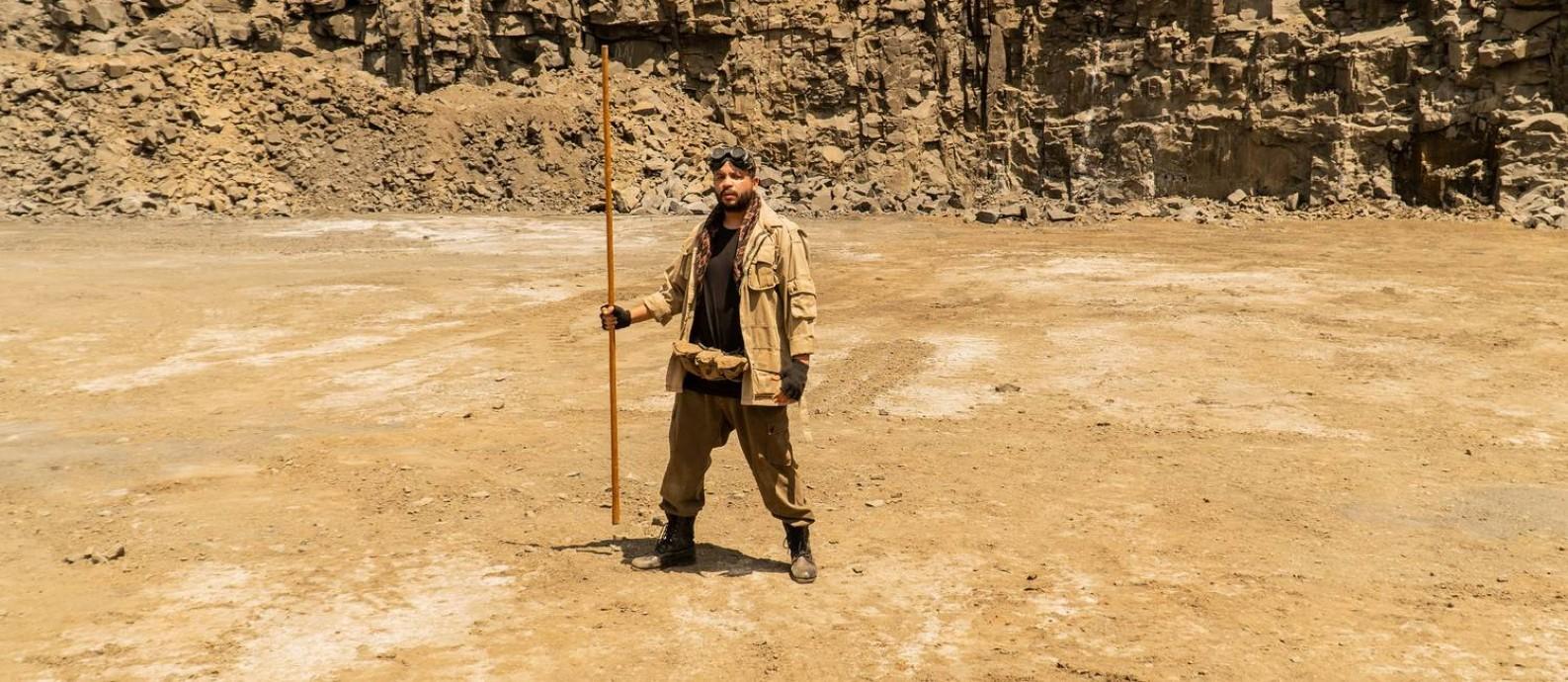 Projota no clipe de Salmo 23, rodado em uma pedreira Foto: Divulgação
