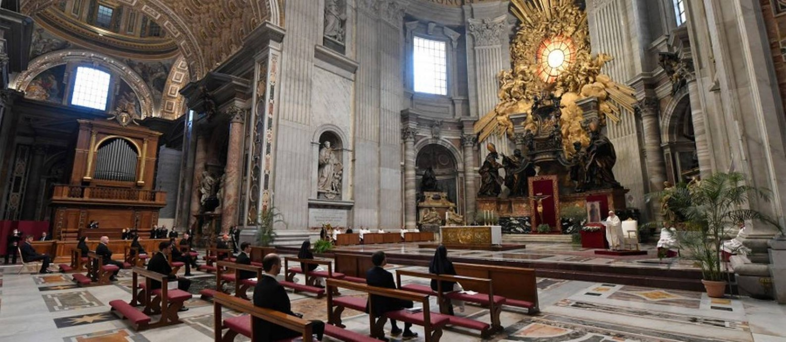 O Papa Francisco celebra a missa da Quinta-feira Santa na Basílica de São Pedro Foto: HANDOUT / AFP