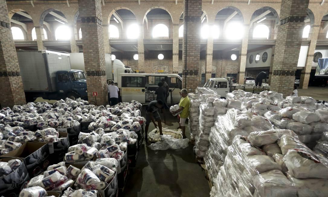No galpão da Ação da Cidadania, comitês embarcam doações para levar às comunidades da Região Metropolitana Foto: Gabriel de Paiva / Agência O Globo