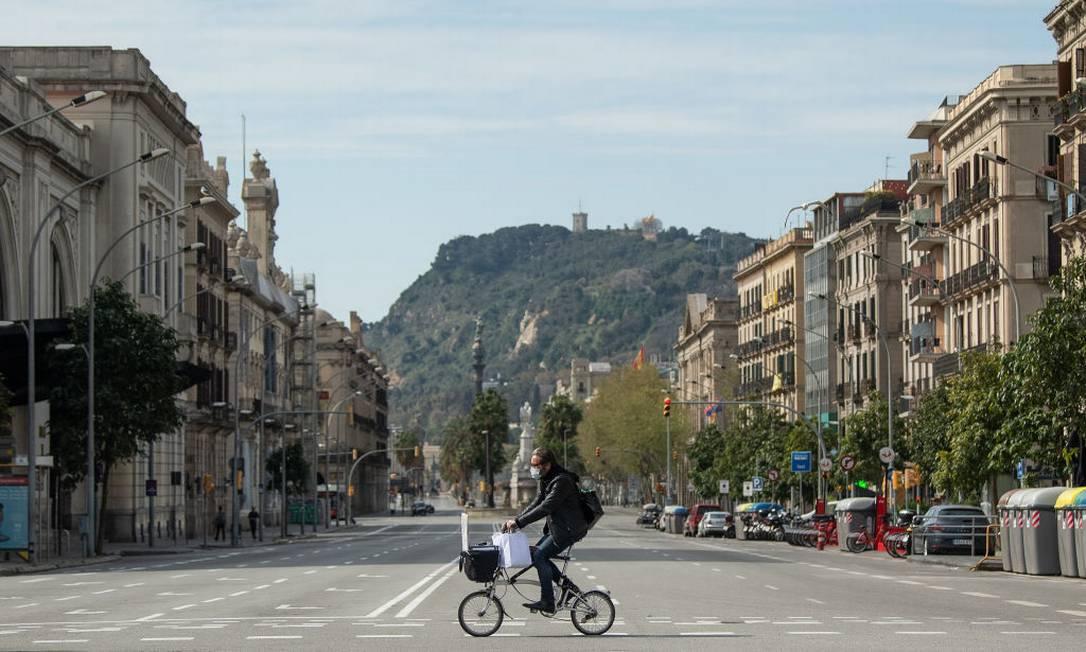 Em Barcelona, na Espanha, população também optou por isolamento diante de propagação do vírus Foto: David Ramos / Getty Images