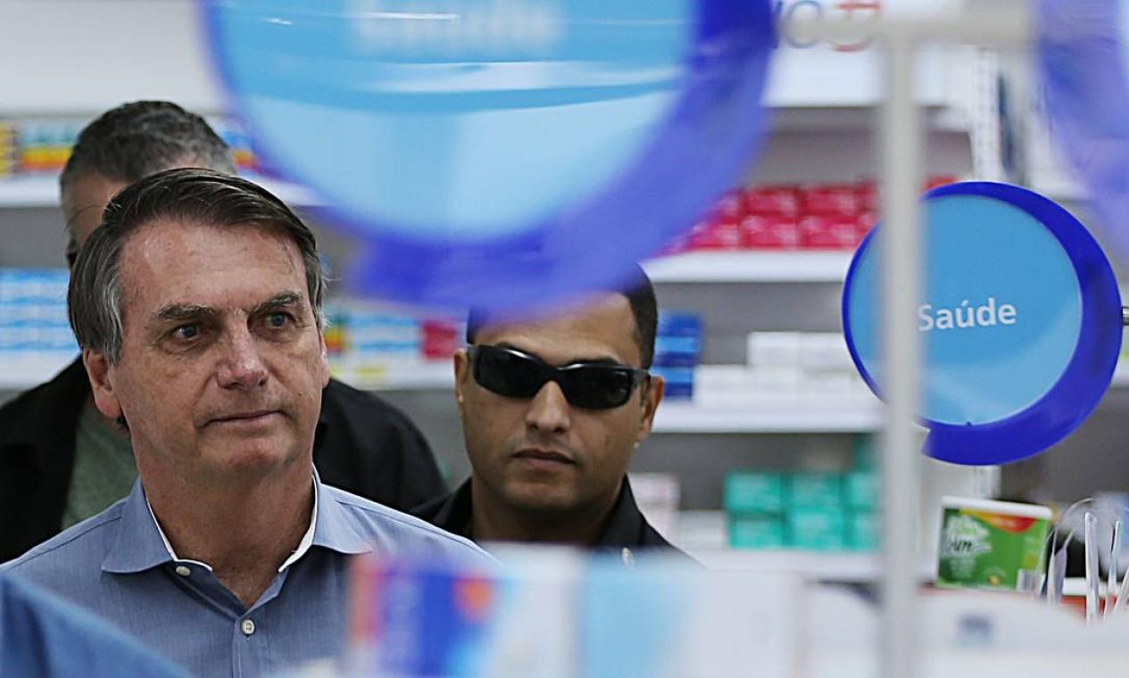Presidente foi à farmácia, no bairro Sudoeste, em Brasília, na manhã desta sexta-feira Foto: Jorge William / Agência O Globo