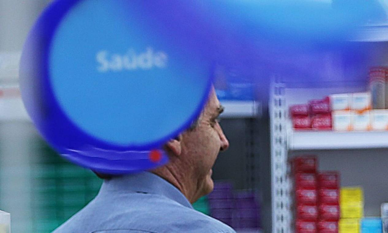 Presidente Bolsonaro contradiz discurso do próprio Ministério da Saúde e saiu, mais uma vez, a público Foto: Jorge William / Agência O Globo