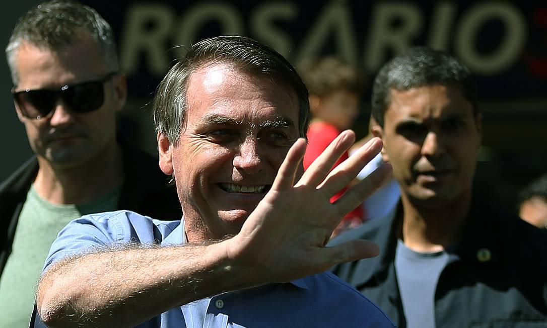 O presidente disse que a questão do vírus 'está começando a ir embora' e o desemprego está batendo forte Foto: Jorge William / Agência O Globo