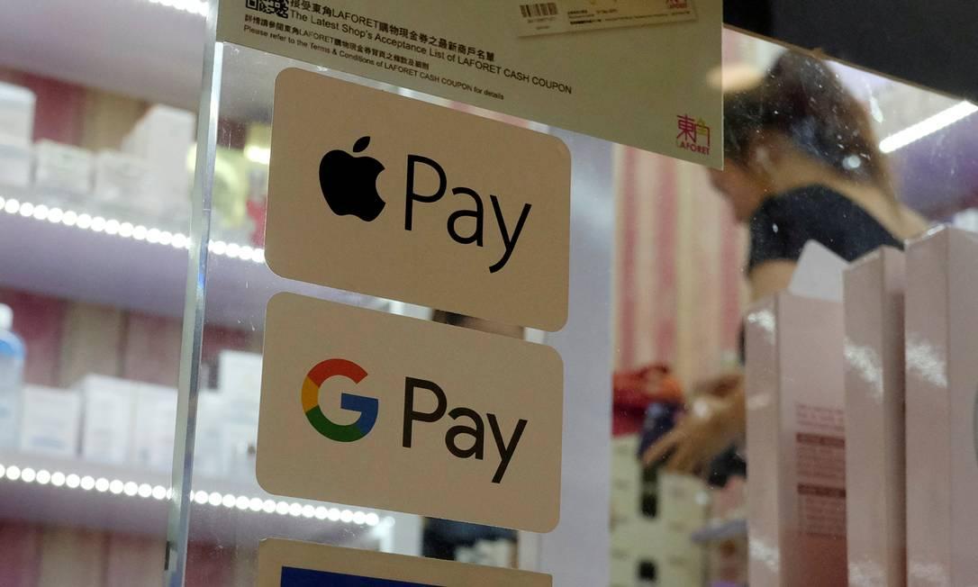 As rivais Apple e Google se uniram para conter avanço do coronavírus Foto: Bobby Yip / Agência O Globo