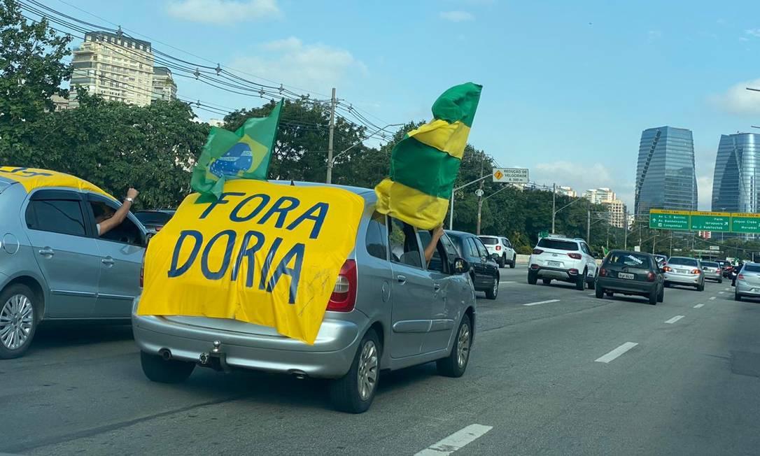 Apoiadores de Bolsonaro protestam contra isolamento social e atacam João Doria Foto: Reprodução/ Twitter