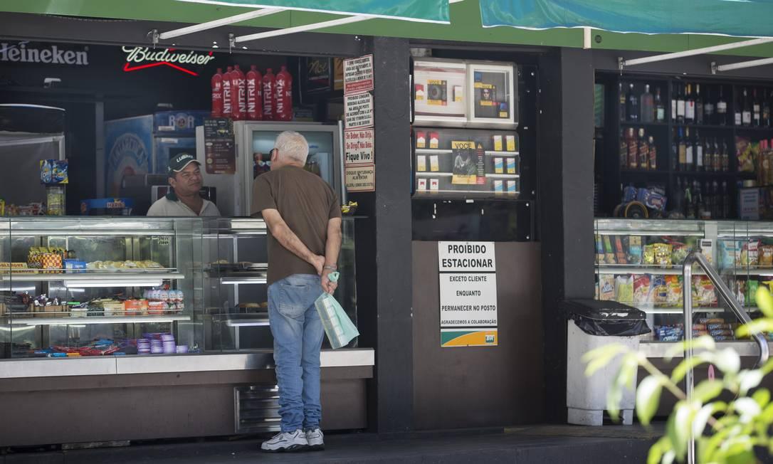 Lojas de conveniência em postos de gasolina podem funcionar de 8h às 20h Foto: Márcia Foletto / Agência O Globo / 27-03-2020