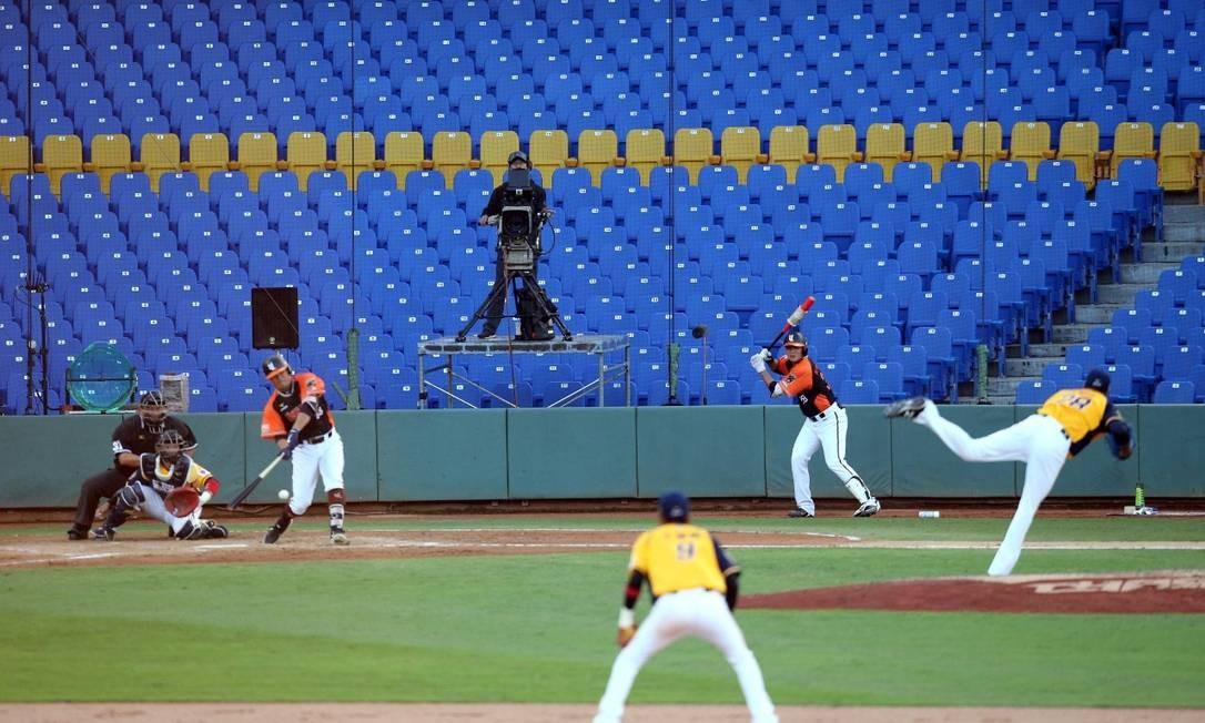 Jogo de abertur aentre Uni President Lions e Chinatrust Brothers pela Liga prossional de baseball Foto: AFP