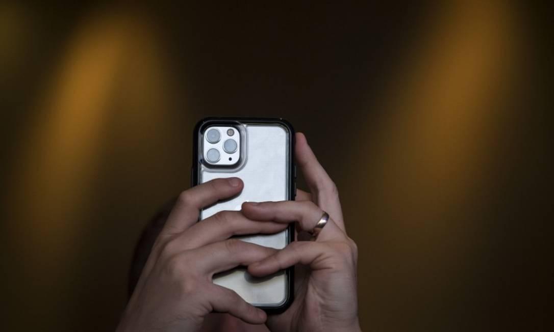 Novos modelos de iPhones terão três câmeras na parte traseira do aparelho Foto: Bloomberg