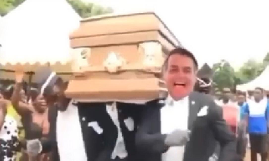 Rosto de Bolsonaro é colocado em meme do caixão Foto: Reprodução