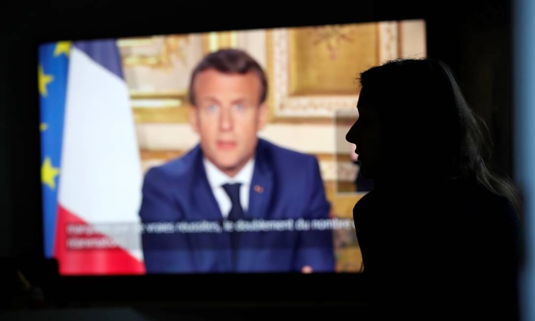 O presidente francês Emmanuel Macron faz discurso televisionado sobre medidas contra o coronavírus Foto: STEPHANE MAHE / REUTERS