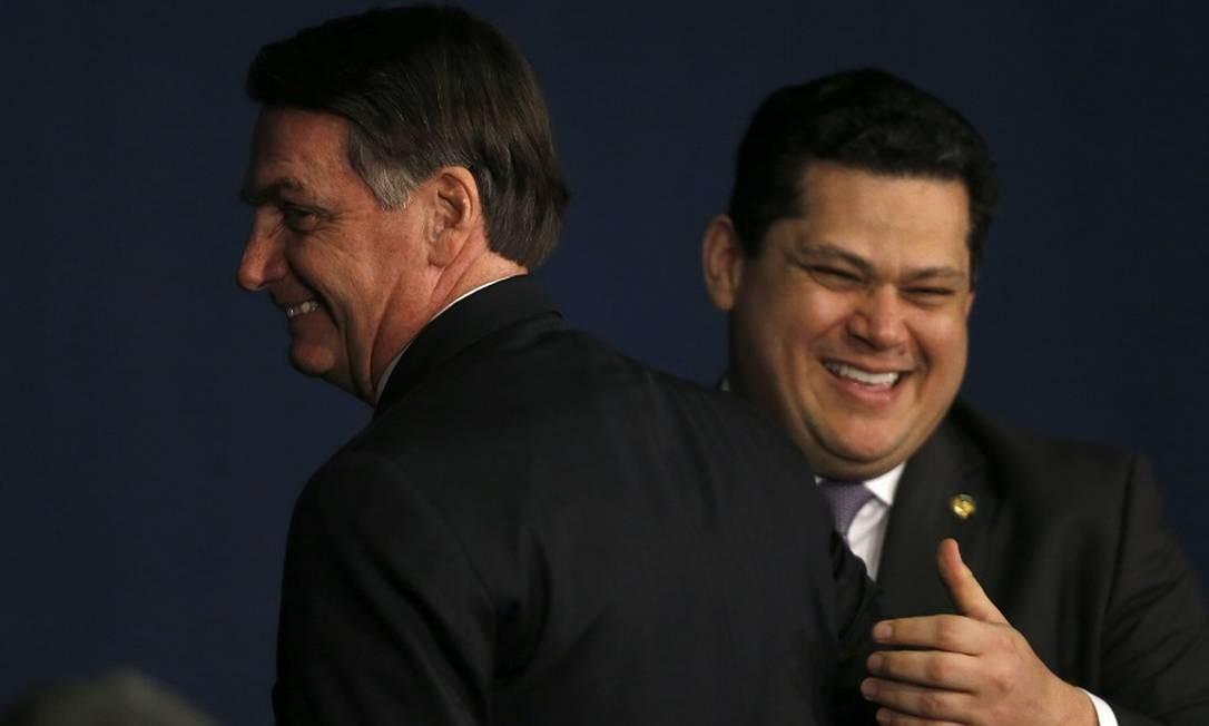 Bolsonaro e Davi Alcolumbre: debate sobre ajuda a estados. Foto: Jorge William / Agência O Globo