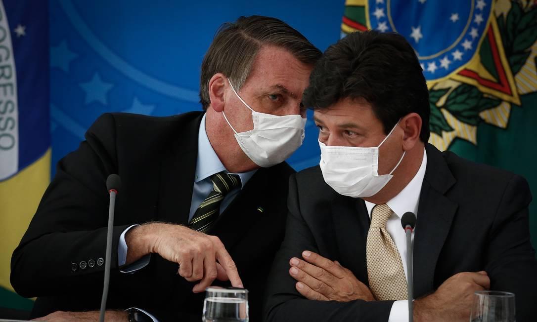 O presidente Jair Bolsonaro e o ministro da Saúde, Luiz Henrique Mandetta, durante entrevista coletiva no Palácio do Planalto Foto: Pablo Jacob/Agência O Globo/18-03-2020