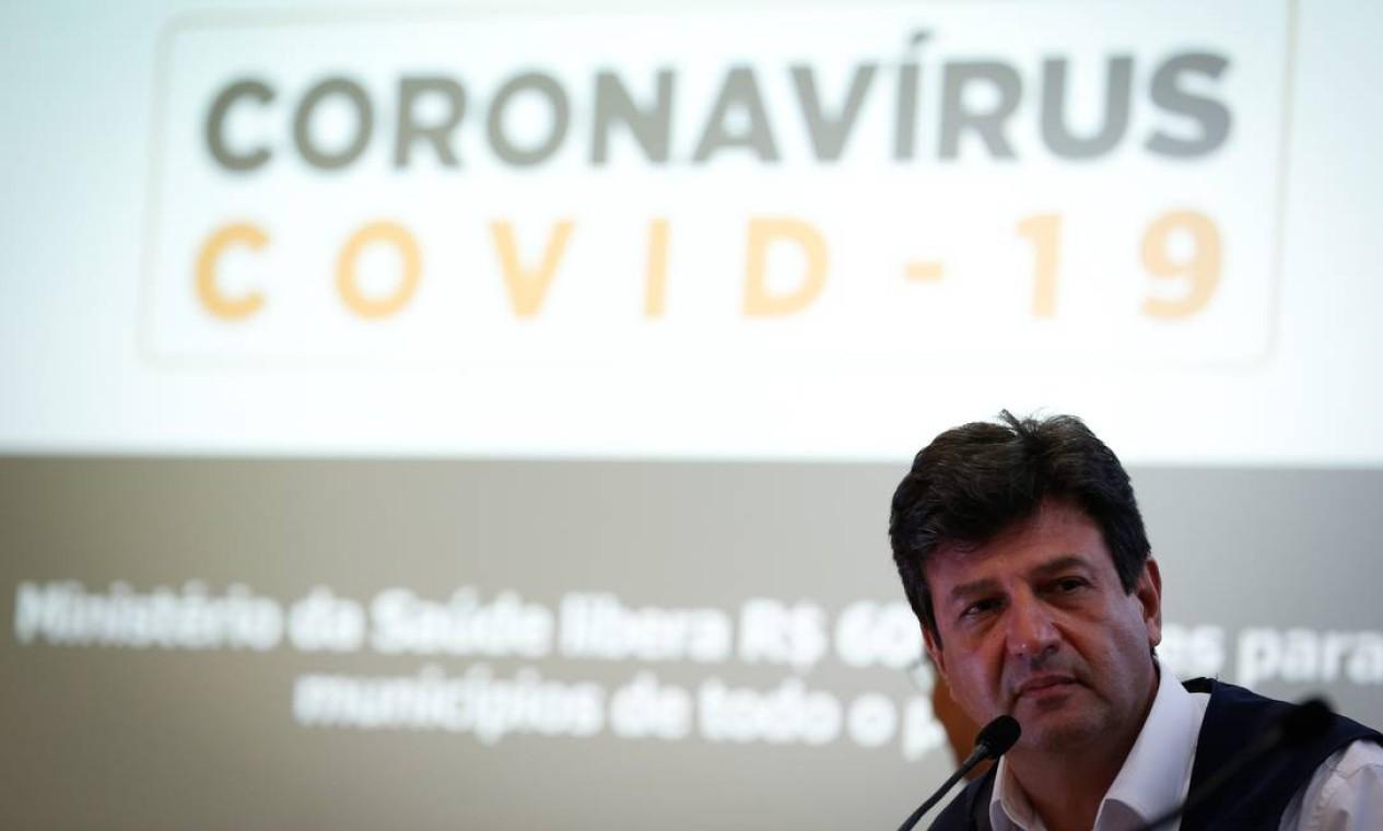 Segundo pesquisa Datafolha do início de abril, a aprovação da atuação de Mandetta à frente do Ministério da Saúde é mais do que o dobro da de Bolsonaro. Enquanto o ex-ministro tem 76% de aprovação, o presidente tem 33% Foto: Pablo Jacob / Agência O Globo - 25/03/2020