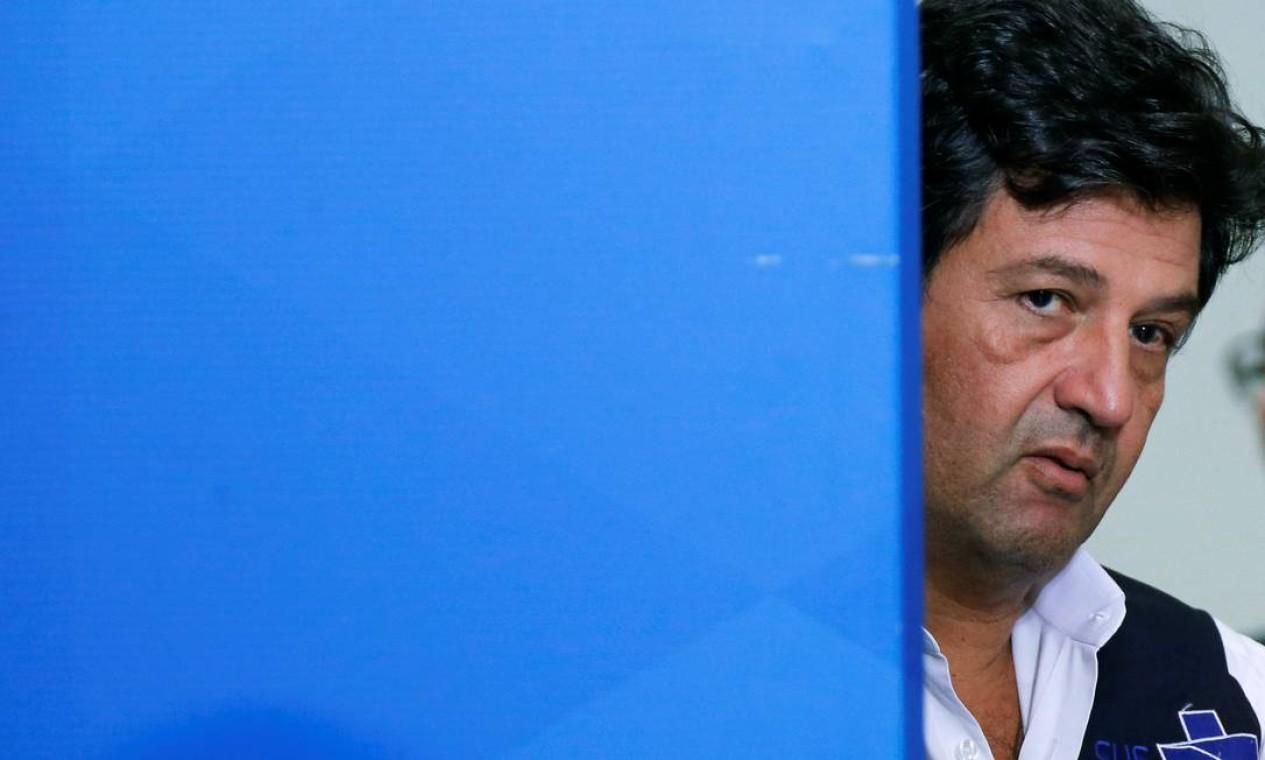 Após um ano e quatro meses no cargo, o ministro da Saúde, Luiz Henrique Mandetta (DEM) foi exonerado pelo presidente Jair Bolsonaro Foto: ADRIANO MACHADO / Reuters - 14/04/2020