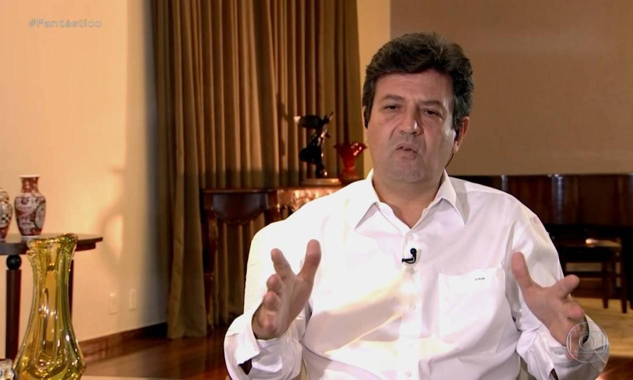 """A gota d'água para a demissão do ministro foi a entrevista dele ao """"Fantástico"""", quando disse que a população não sabe se segue o presidente ou o ministro em relação às orientações de distanciamento social. Foto: Reprodução / TV Globo - 12/02/2020"""