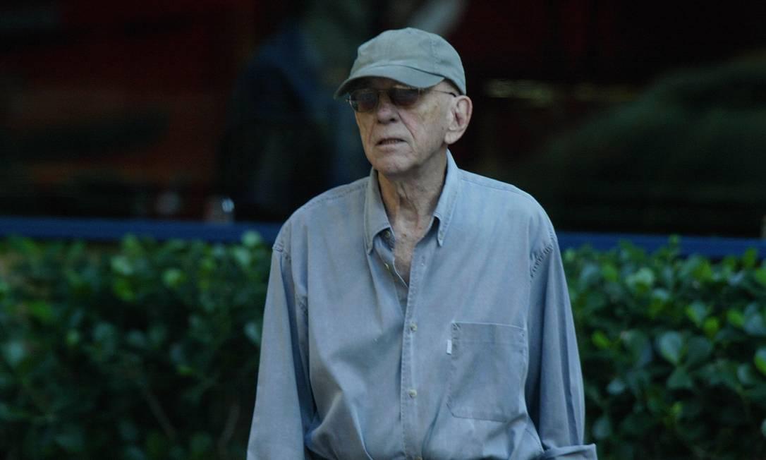 Rubem Fonseca em caminhada no Leblon, em 2005 Foto: Michel Filho