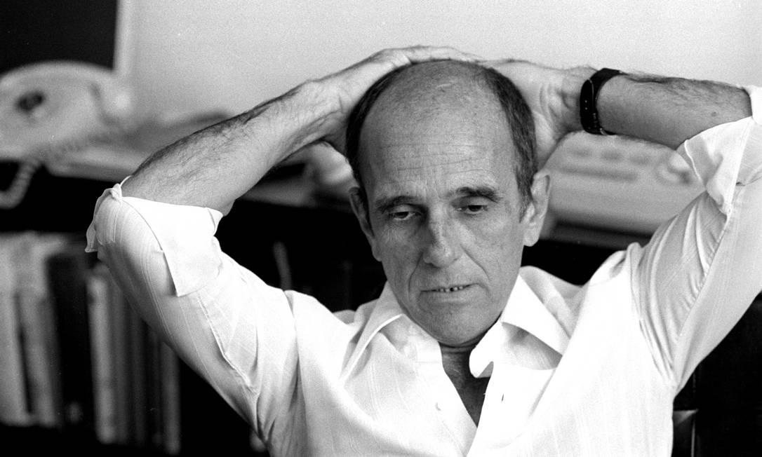 O escritor Rubem Fonseca em 1975 Foto: Paulo Moreira / Agência O Globo