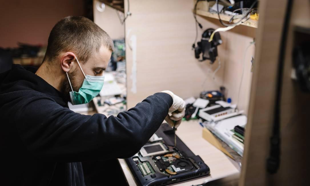 O uso de máscaras se tornou obrigatório, além do distânciamento de dois metros Foto: Serhii Sobolevskyi / Getty Images/iStockphoto