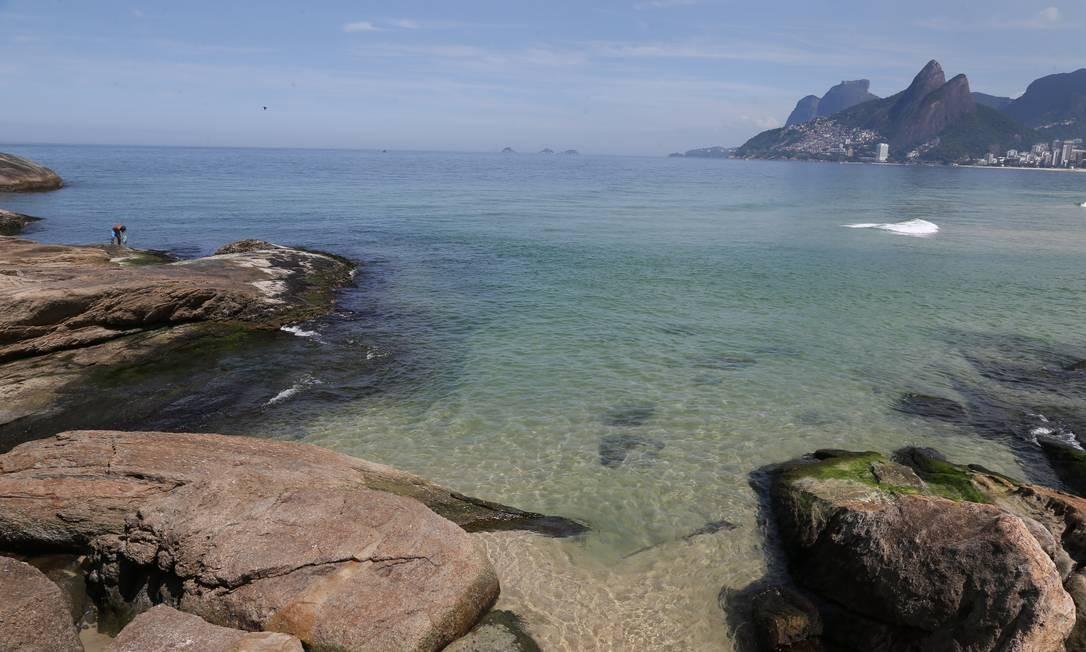 Águas limpas na Praia do Arpoador. Fotos: Pedro Teixeira/ O Globo Foto: Pedro Teixeira / Agência O Globo