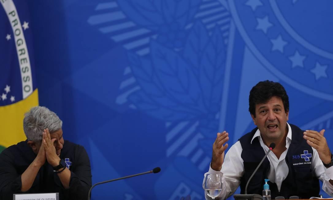 O ministro da Saúde, Luiz Henrique Mandetta, e o secretário de Vigilância, Wanderson de Oliveira 15/04/2020 Foto: Jorge William / Agência O Globo