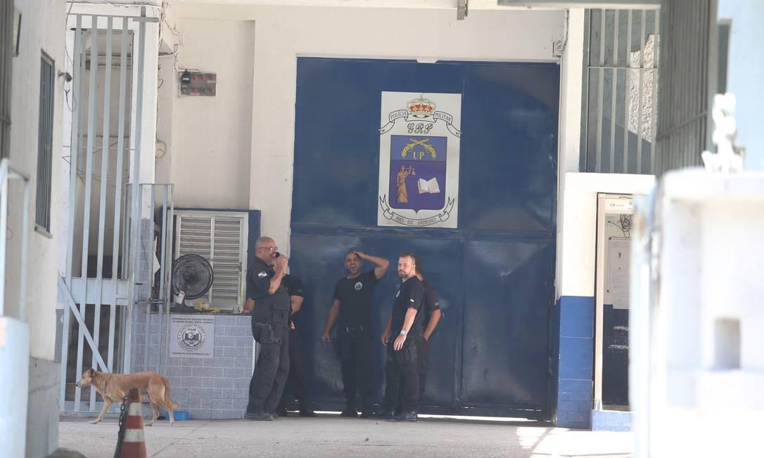 Entrada da Unidade Prisional da PM, em Niterói Foto: Fabiano Rocha / Agência O Globo