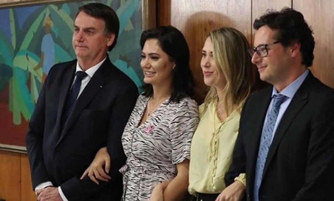 Fábio Wajngarten comemorou o aniversário ao lado da mulher, Sophie, e Jair e Michelle Bolsonaro, em 1º de novembro de 2019 Foto: Reprodução/Instagram
