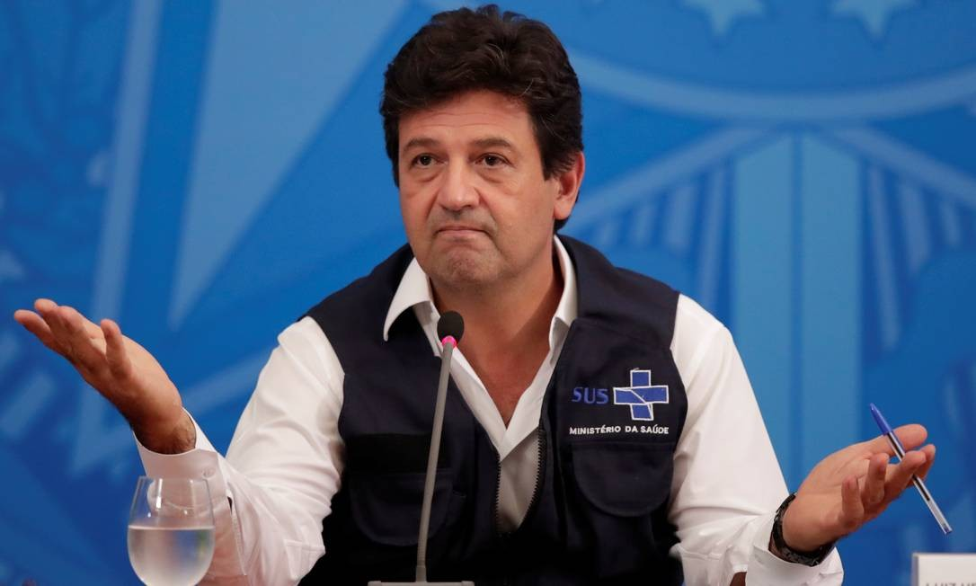 """Em uma de suas últimas entrevistas, Mandetta reconheceu que haviaum """"descompasso"""" entre o trabalho na pasta e a linha de ação defendida por Bolsonaro. Foto: UESLEI MARCELINO / REUTERS 15/04/2020"""