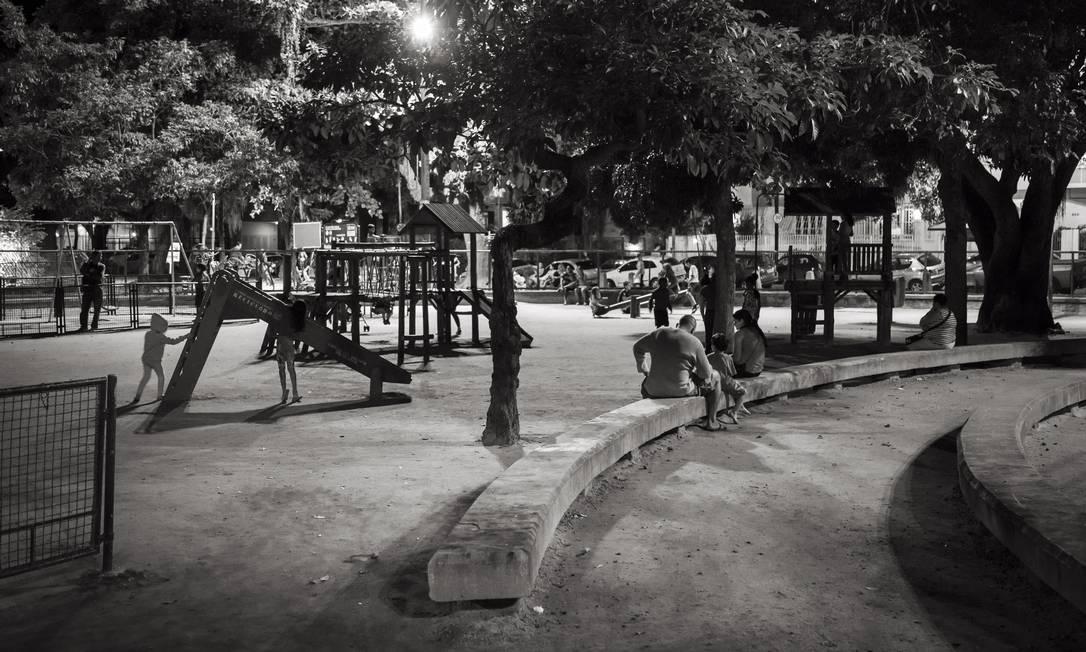 A praça Edmundo Bitencourt, no Bairro Peixoto, em Copacabana Foto: Leo Martins / Agência O Globo