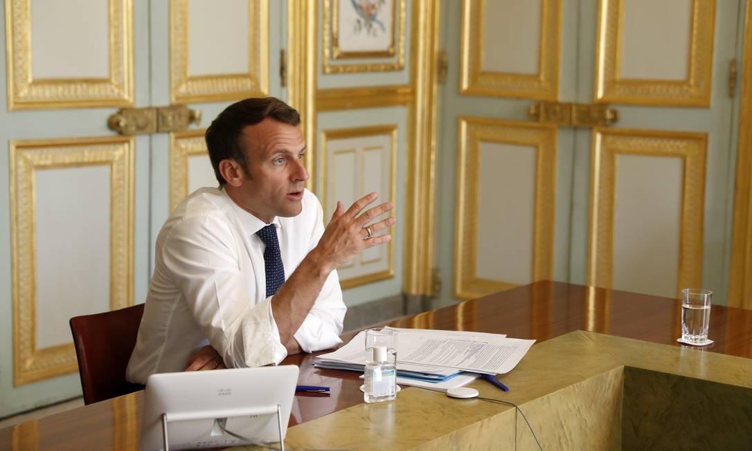 O presidente francês, Emmanuel Macron, participa de vídeoconferência sobre os esforços para conter o avanço do coronavírus Foto: POOL / REUTERS/16-04-2020