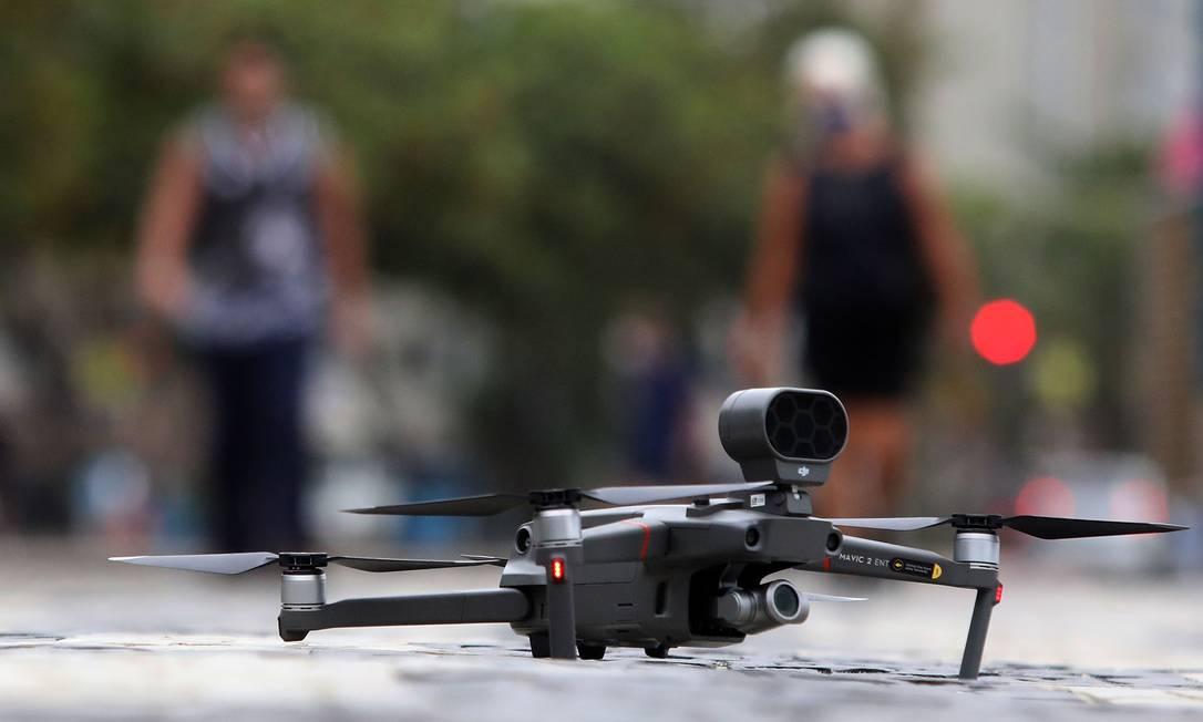Drone da prefeitura do Rio na orla das praias da Zona Sul Foto: FABIO MOTTA / O Globo